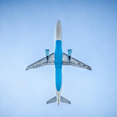 demenagement-international-familie-dem-avion